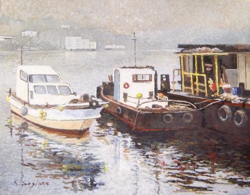 停泊する作業船